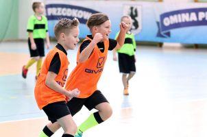 Andrzejkowy Turniej Piłki Nożnej Dzieci o Puchar Wójta Przodkowa. Zagrali młodzi zawodnicy z GKS-u i Akademii Orlika