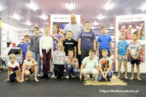 Spotkanie dzieci z Andrzejem Wrońskim w Kaszubskim Centrum Sportów Walki w Kartuzach