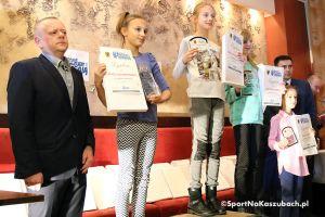 Gala Małe Kaszuby Biegają. Dzieci i młodzież nagrodzeni za starty w różnych częściach Pomorza