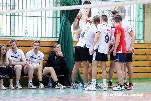 Zacięte mecze Nasz Dach - Powersystem i Kunikowski - UKS w Kartuskiej Amatorskiej Lidze Piłki Siatkowej