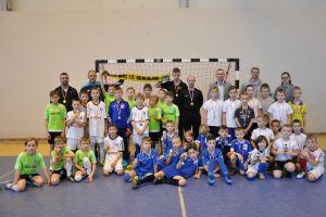 Pięć drużyn wygrało VII Mikołajkowy Turniej Piłki Nożnej o Puchar Burmistrza Kartuz w Chmielnie