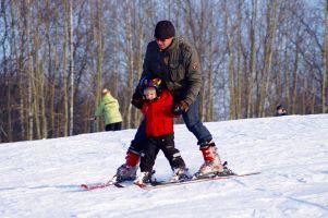 Na narty nie trzeba wyjeżdżać w góry. Stok Koszałkowo w Wieżycy czynny w święta, sylwestra i Nowy Rok