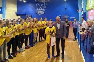 K. Grobel i A. Makurat w reprezentacji Pomorza 2003 zdobyły brąz turnieju EYBL w Rydze. Kamila z nagrodą dla najlepszej w drużynie