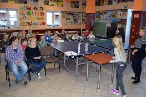 Ferie w Somoninie na sportowo. Dzieci rywalizowały w turnieju tenisa stołowego i konkurencjach sprawnościowych