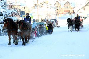 W Szymbarku i okolicy wciąż jest śnieg, dlatego w ostatni weekend ferii kuligi wciąż jeżdżą