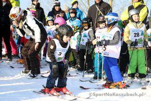 Puchar Rodziny Treflików 2017 w Wieżycy - Koszałkowie. Ponad 60 młodych narciarzy ścigało się w slalomie