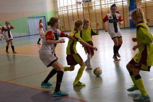 Pierwszy turniej Pomorskiej Halowej Ligi Kobiet. GKS-u Żukowo liderem w seniorkach, grały też młodziczki Żukowa i Panter Sierakowice