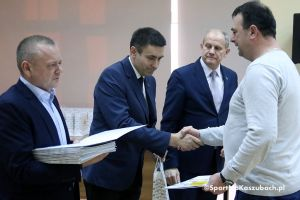 Spotkanie władz Żukowa z organizacjami pozarządowymi. Kluby i stowarzyszenia odebrały certyfikaty o przyznaniu dotacji