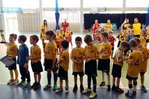Sopocka Akademia Piłkarska wygrała turniej siedmiolatków Jako Futsal Cup w Kiełpinie