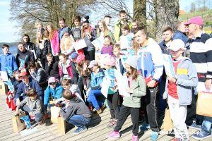 Regaty o Puchar Jeziora Raduńskiego Górnego w Stężycy. Cadety, optimisty i omegi rozpoczęły sezon żeglarski w stężyckiej marinie