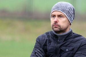 Marcin Ratke zrezygnował z funkcji trenera GKS-u Sierakowice. Zastąpi go Damian Hinca