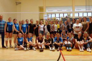 V Turniej o Puchar Gryfa. BAT KOSiR Kościerzyna wygrał siatkarskie zmagania kobiet w Sierakowicach