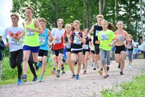 Ćwierćmaraton Szwajcarii Kaszubskiej 2017 w Przodkowie. Biegi dla małych i dużych, a do tego Piknik Rodzinny i akcje charytatywne
