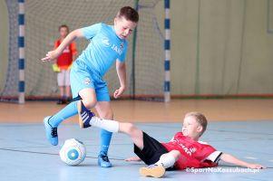 Rodzinny Turniej Futsalu FC Kartuzy 2017. Dzieci zagrały z rodzicami i krewnymi w trakcie półkolonii