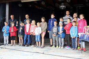 Żeglarski Puchar Kaszub 2017 w Ostrzycach. Po raz XIX popłynęli o Puchar Jeziora Ostrzyckiego i upamiętnili Witosława Labudę