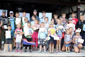 Zawody wędkarskie Ostrzyckie Lato. Zawodnicy od dwóch do szesnastu lat łowili nad Jeziorem Ostrzyckim