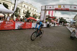 Szymon Sajnok rozpoczyna Tour de l'Avenir, wysokie miejsca Kacpra Wiszniewskiego, Edyty Marczak i Maksia Grzenkowicza