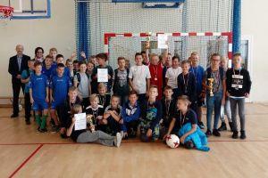 Historyczne zwycięstwo Lisich Jam w gminnych eliminacjach Mistrzostw Polski Szkół Wiejskich w Halowej Piłce Nożnej w Sierakowicach