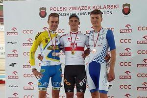 Szymon Sajnok ma dwa medale torowych mistrzostw Polski 2017 - złoto w scratchu i brąz w wyścigu eliminacyjnym