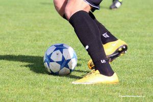 Derby okręgówki w Mściszewicach i inne piłkarskie mecze tego weekendu