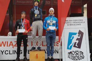 Trzech kolarzy Cartusii Kartuzy na podium pucharowego wyścigu przełajowego w Mikołowie
