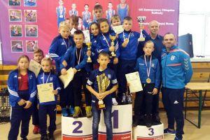 Medale zawodników Cartusii Kartuzy i Moreny Wegi Żukowo w zapaśniczych zawodach w Kolbudach