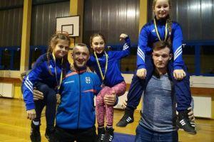 Cztery zwycięstwa najmłodszych zapaśników Cartusii Kartuzy w stylu wolnym w Pelplinie