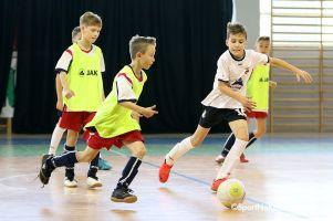 Junior Futsal Liga. Pierwsze kolejki zmagań halowych w Kiełpine rozegrane
