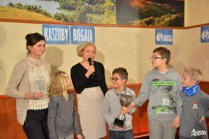 Gala Małe Kaszuby Biegają 2017. Młode biegowe talenty nagrodzone za udane starty