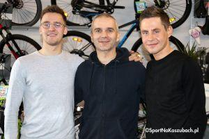 Paweł Poljański i Szymon Sajnok w Bike Atelier w Kartuzach. Rozmawiali z kibicami i opowiadali o kolarstwie