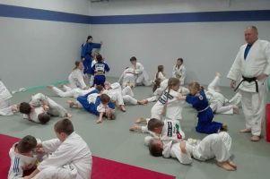 Dodatkowe zajęcia judoków GKS-u Żukowo. Mają treningi funkcjonalne i międzyklubowe sparingi