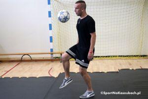 Porcja piłkarskich tricków od Adama Zaworskiego.