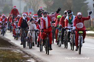 Parada Mikołaje na Rowerach 2017. Po raz trzeci rowerzyści przejechali przez Kartuzy w świątecznych strojach