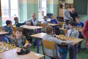 Świąteczny Turniej Szachowy w Pępowie 2017. Zagrało ponad 50 młodych zawodników