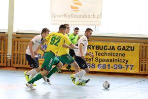 Kartuska Halowa Liga Piłki Nożnej. Dziś mecz na szczycie FC II Kartuzy - Kwiaciarnia Zaremba