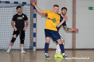 We - Met Team - CH Toporek Przodkowo, czyli wyrównany mecz na szczycie ligi halowej w Somoninie