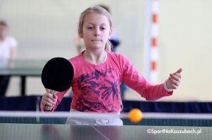 Powiatowe Turnieje Tenisa Stołowego w Miechucinie. Komplet wyników i zdjęcia z pierwszej tury zmagan