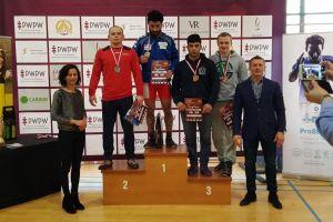 Edgar Melkumov, Krzysztof Niklas i Gevorg Sahakyan na podium I Pucharu Polski w Zapasach