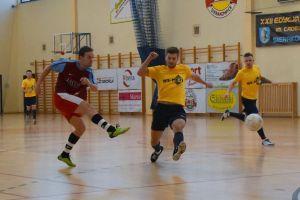 We - Met Team mistrzem Halowej Ligi Piłki Nożnej Sierakowice. W niedzielę ostatnia kolejka i zakończenie