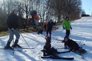 Aktywne ferie w gminie Przodkowo. Uczniowie spędzali czas na orliku i na stoku w Kłosowie