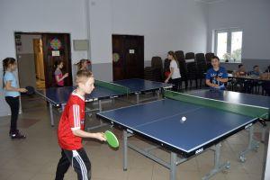 Młodzi pingpongiści zagrali w feryjnym turnieju w Somoninie