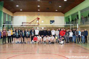 Zacięty mecz o mistrzostwo i rozdanie nagród w Kartuskiej Amatorskiej Lidze Piłki Siatkowej