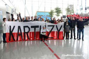 Szymon Sajnok powitany na lotnisku w Gdańsku po zdobyciu torowego mistrzostwa świata