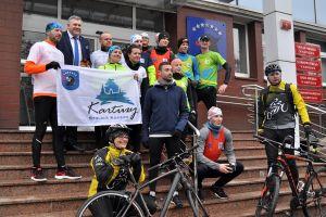 Biegną po 100 km przez Pomorze, by pomóc niepełnosprawnym dzieciom