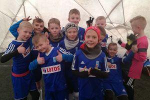 Juniorzy Raduni Stężyca z kompletem zwycięstw wygrali halowy turniej Gdynia Cup dla rocznika 2009