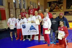 Medale i strój atamana dla zapaśników z Kaszub w Otwartych Mistrzostwach Rosji Weteranów w Kaliningradzie