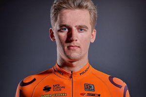 Szymon Sajnok wygrał czasówkę i jest liderem wyścigu Hellena Tour. Nikodem Grzenkowicz prowadził w juniorach