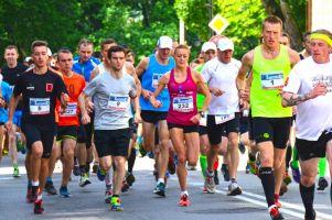 Kartuskie Biegi Uliczne z pierwszym Kartuskim Półmaratonem już 28 kwietnia. Pobiegnie 800 osób
