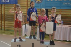 Najmłodsi zapaśnicy Cartusii Kartuzy na konie sezonu zdobyli siedem medali w stylu wolnym w Pelplinie