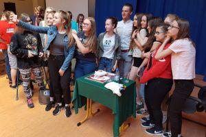 Szymon Sajnok odwiedził Szkołę Podstawą nr 1 w Kartuzach, burmistrza i starostę
